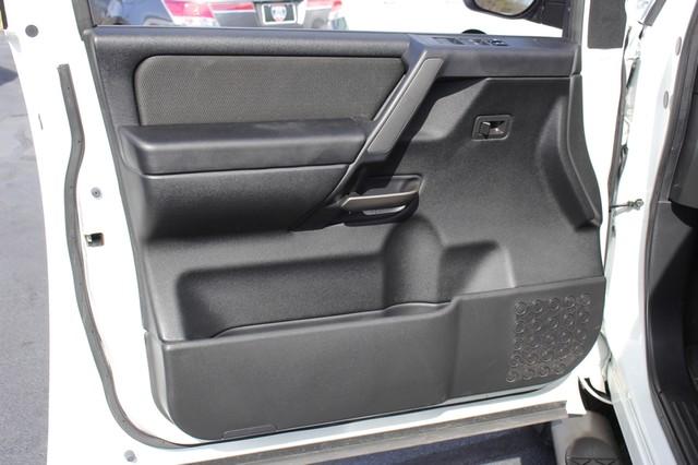 2014 Nissan Titan Crew Cab 4x4 - POPULAR PKG! - NEW TIRES! Mooresville , NC 58