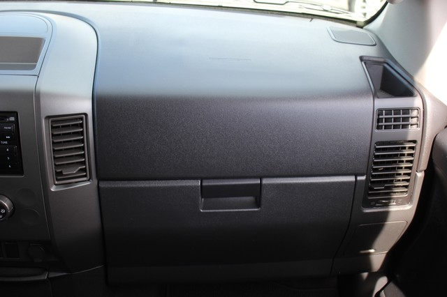 2014 Nissan Titan Crew Cab 4x4 - POPULAR PKG! - NEW TIRES! Mooresville , NC 3