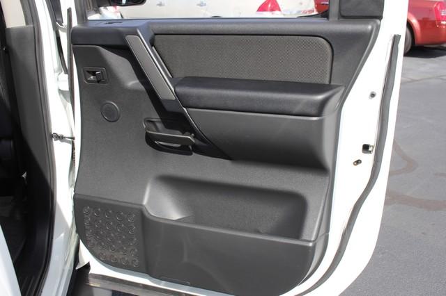 2014 Nissan Titan Crew Cab 4x4 - POPULAR PKG! - NEW TIRES! Mooresville , NC 63