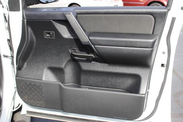 2014 Nissan Titan Crew Cab 4x4 - POPULAR PKG! - NEW TIRES! Mooresville , NC 59