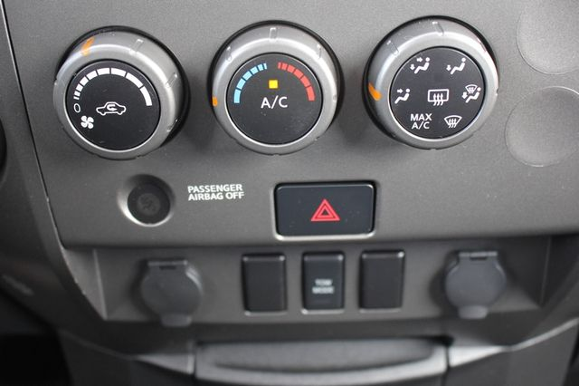 2014 Nissan Titan Crew Cab 4x4 - POPULAR PKG! - NEW TIRES! Mooresville , NC 51