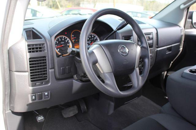 2014 Nissan Titan Crew Cab 4x4 - POPULAR PKG! - NEW TIRES! Mooresville , NC 44