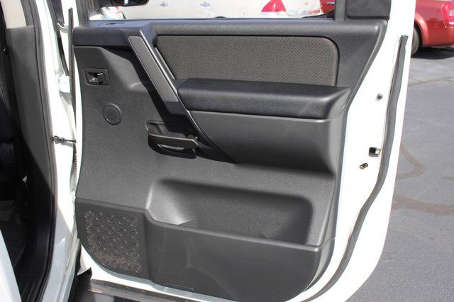2014 Nissan Titan Crew Cab 4x4 - POPULAR PKG! - NEW TIRES! Mooresville , NC 64