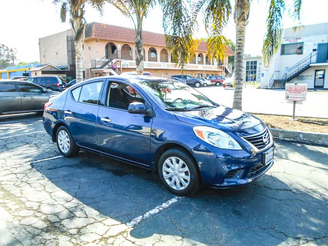 2014 Nissan Versa S Limited warranty included to assure your worry-free purchase AutoCheck report