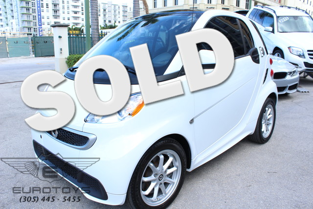 2014 Smart fortwo electric drive Passion  VIN WMEEJ9AA6EK777312 11k miles  AMFM Anti-Theft