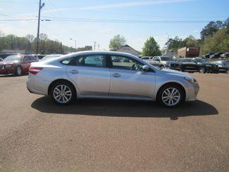 2014 Toyota Avalon XLE Batesville, Mississippi 1