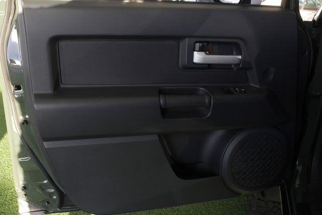 2014 Toyota FJ Cruiser 4WD - CONVENIENCE PKG! Mooresville , NC 36