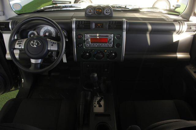 2014 Toyota FJ Cruiser 4WD - CONVENIENCE PKG! Mooresville , NC 25