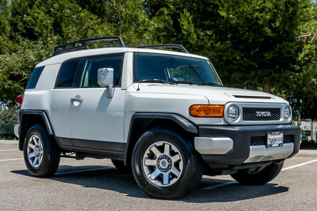 2014 Toyota FJ Cruiser UPGRADED PKG - 21K MILES - BACK UP CAMERA Reseda, CA 4