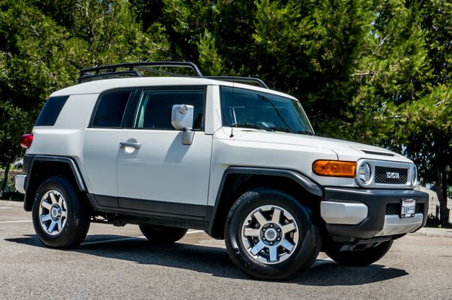 2014 Toyota FJ Cruiser UPGRADED PKG - 21K MILES - BACK UP CAMERA Reseda, CA 42