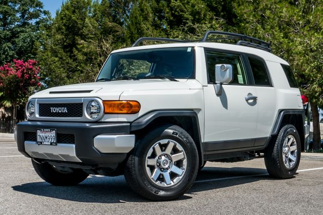 2014 Toyota FJ Cruiser UPGRADED PKG - 21K MILES - BACK UP CAMERA Reseda, CA 2