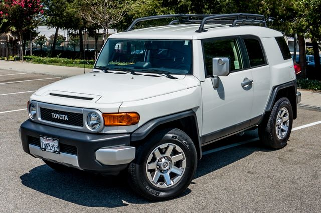 2014 Toyota FJ Cruiser UPGRADED PKG - 21K MILES - BACK UP CAMERA Reseda, CA 1