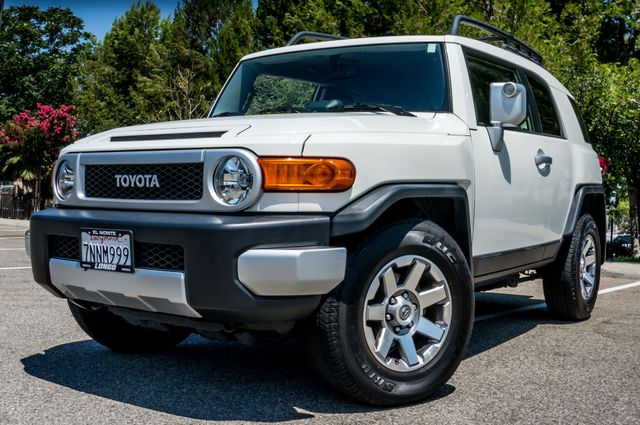 2014 Toyota FJ Cruiser UPGRADED PKG - 21K MILES - BACK UP CAMERA Reseda, CA 37
