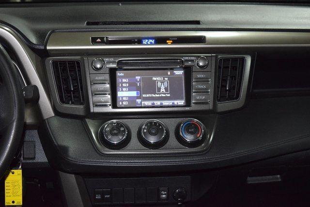 2014 Toyota RAV4 LE Richmond Hill, New York 13