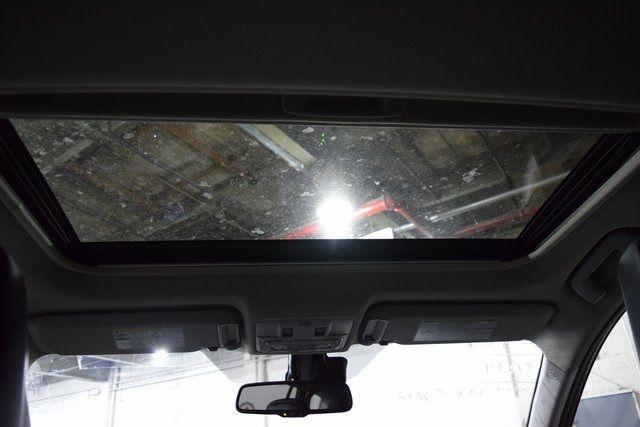 2014 Toyota RAV4 Limited Richmond Hill, New York 27