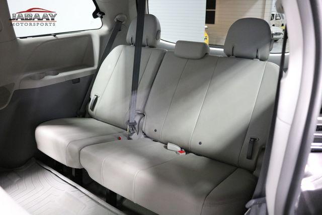 2014 Toyota Sienna XLE Merrillville, Indiana 13