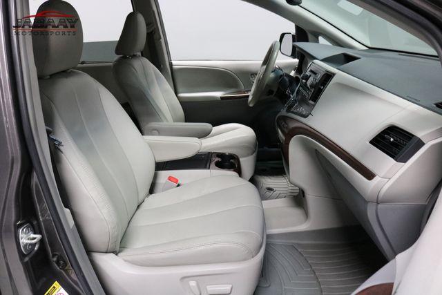 2014 Toyota Sienna XLE Merrillville, Indiana 16