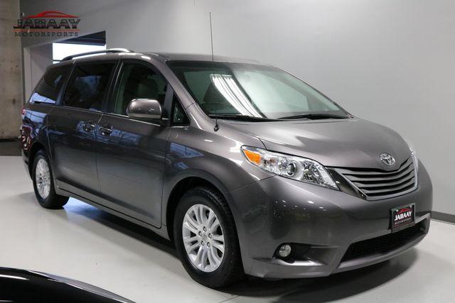 2014 Toyota Sienna XLE Merrillville, Indiana 6