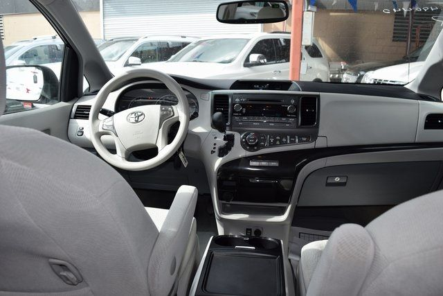 2014 Toyota Sienna LE Richmond Hill, New York 25