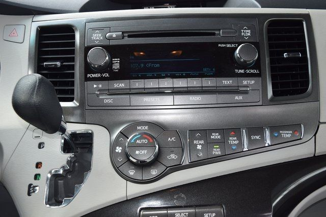 2014 Toyota Sienna LE Richmond Hill, New York 29