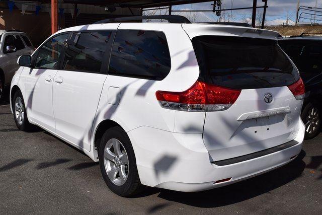 2014 Toyota Sienna LE Richmond Hill, New York 3