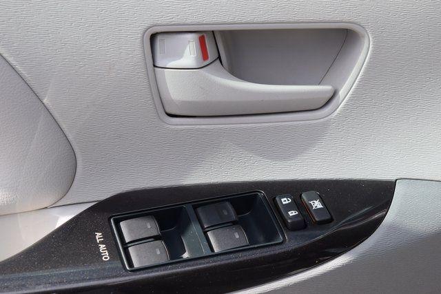 2014 Toyota Sienna LE Richmond Hill, New York 34