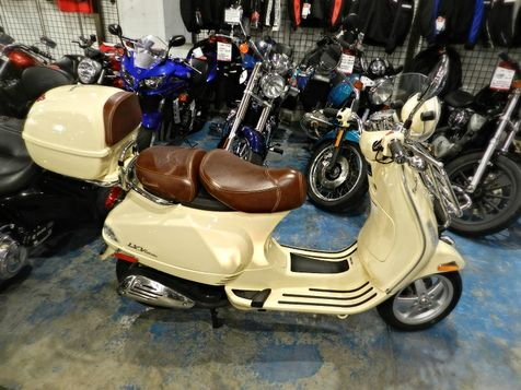 2014 Vespa LXV 150 i.e. with Trunk  Only 420 miles!!! in Hollywood, Florida