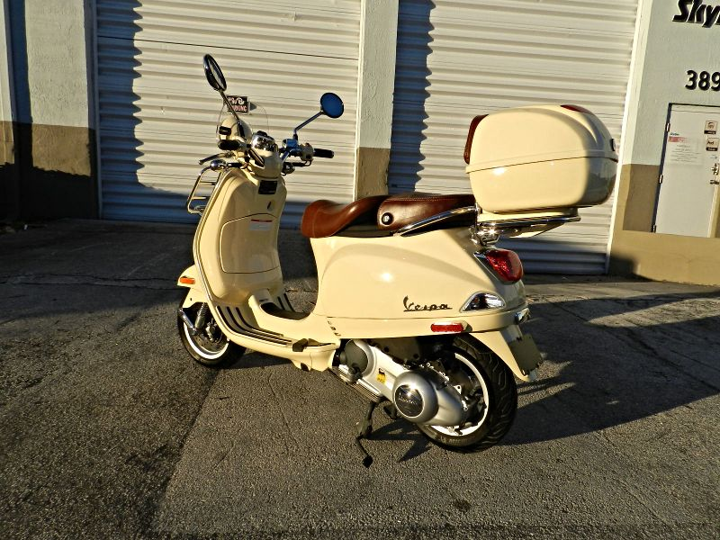 2014 Vespa LXV 150 ie with Trunk  Only 420 miles  city Florida  MC Cycles  in Hollywood, Florida