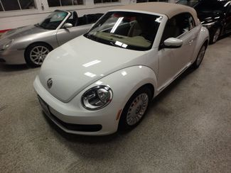 2014 Volkswagen Beetle convertible, lowest miles,  like new! Saint Louis Park, MN 13