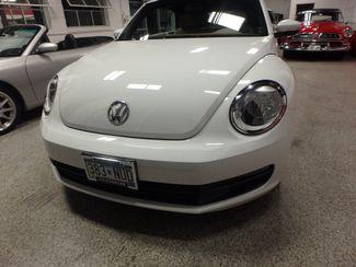 2014 Volkswagen Beetle convertible, lowest miles,  like new! Saint Louis Park, MN 15