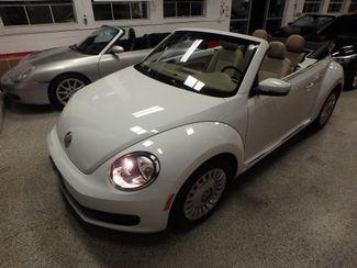 2014 Volkswagen Beetle convertible, lowest miles,  like new! Saint Louis Park, MN 22