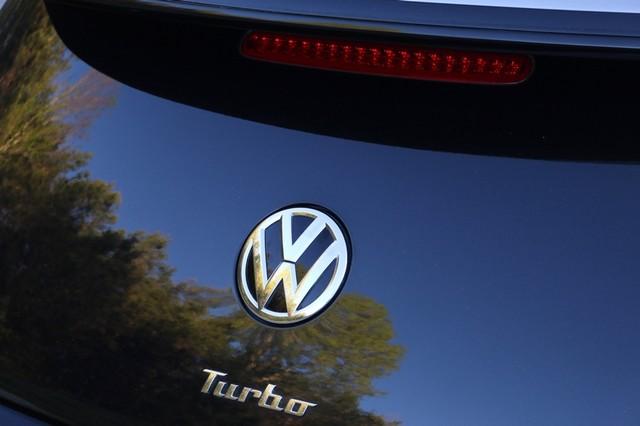 2014 Volkswagen Beetle Convertible 2.0T R-Line w/Sound Mooresville, North Carolina 6