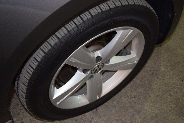 2014 Volkswagen Passat SE Richmond Hill, New York 11