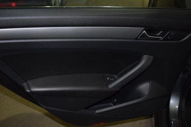 2014 Volkswagen Passat SE Richmond Hill, New York 24