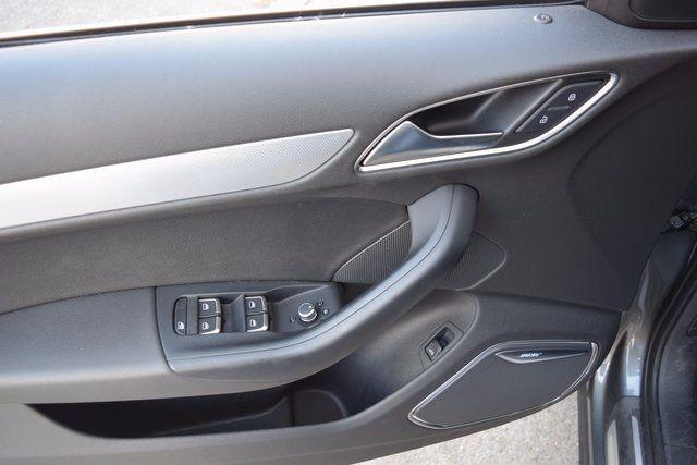 2015 Audi Q3 2.0T Prestige Richmond Hill, New York 17