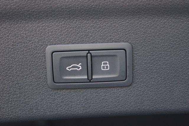 2015 Audi Q3 2.0T Prestige Richmond Hill, New York 9