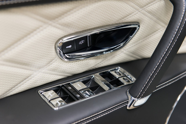 2015 Bentley Flying Spur W12 $254,830 MSRP Orlando, FL 25