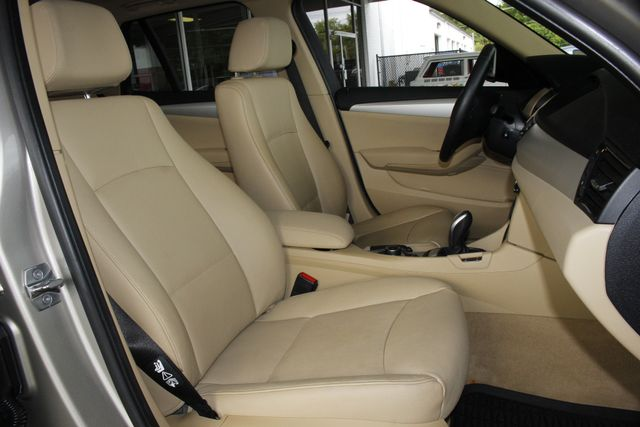 2015 BMW X1 xDrive28i AWD - PREMIUM  PKG-NAVIGATION-PANO ROOF! Mooresville , NC 14