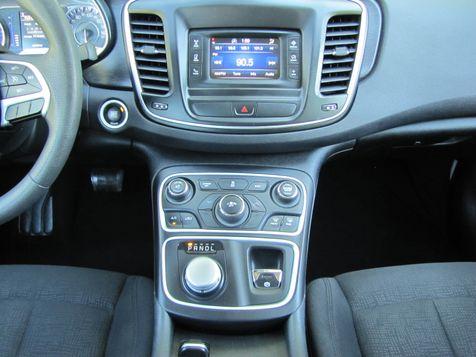 2015 Chrysler 200 Limited | Louisville, Kentucky | iDrive Financial in Louisville, Kentucky