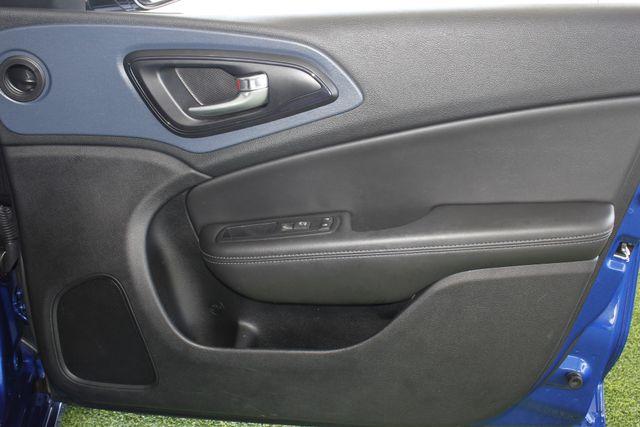 2015 Chrysler 200 S - COMFORT PKG - HEATED LEATHER! Mooresville , NC 35