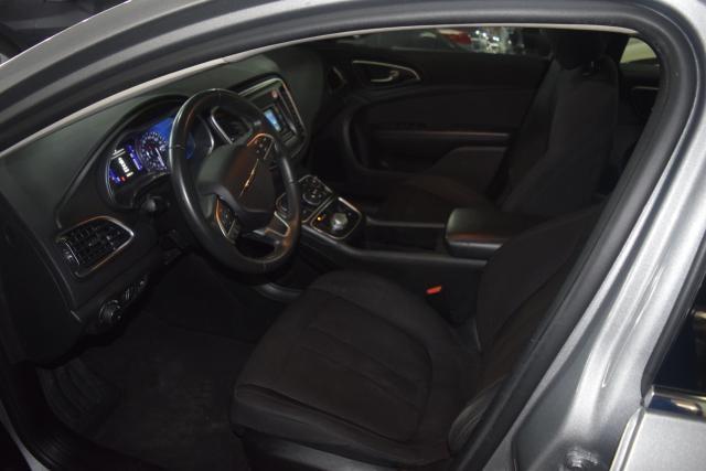 2015 Chrysler 200 Limited Richmond Hill, New York 11