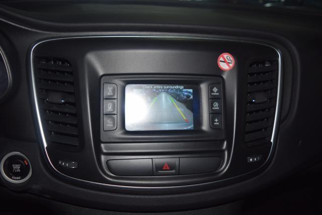 2015 Chrysler 200 Limited Richmond Hill, New York 15