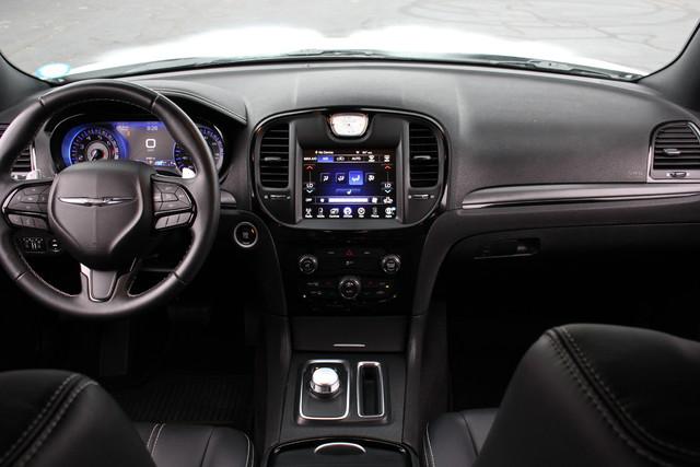 2015 Chrysler 300 300S Mooresville , NC 25