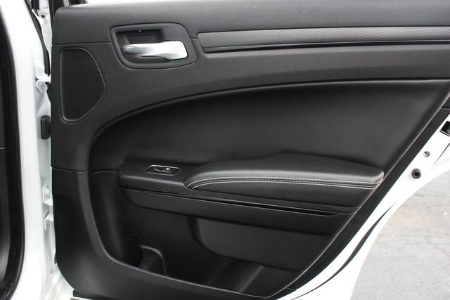 2015 Chrysler 300 300S Mooresville , NC 31