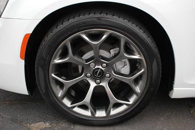 2015 Chrysler 300 300S Mooresville , NC 9