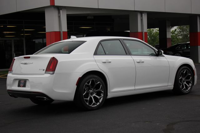 2015 Chrysler 300 300S - RWD - NAVIGATION - HEATED LEATHER! Mooresville , NC 1