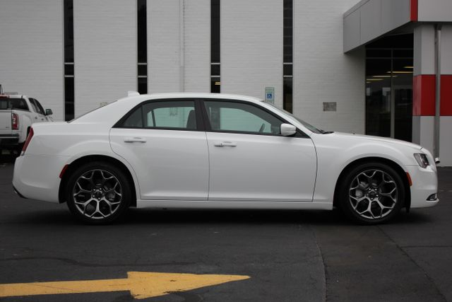 2015 Chrysler 300 300S - RWD - NAVIGATION - HEATED LEATHER! Mooresville , NC 12