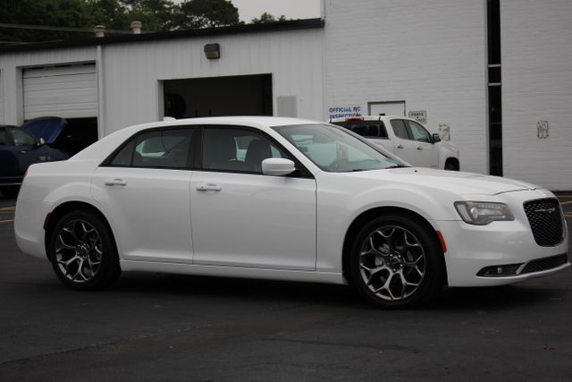 2015 Chrysler 300 300S - RWD - NAVIGATION - HEATED LEATHER! Mooresville , NC 19