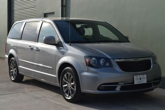 2015 Chrysler Town & Country S | Arlington, TX | Lone Star Auto Brokers, LLC-[ 2 ]