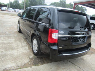 2015 Chrysler Town & Country Touring Houston, Mississippi 5